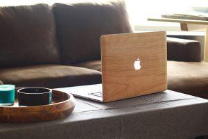 Cover coque en bois MacBook Golden Merisier