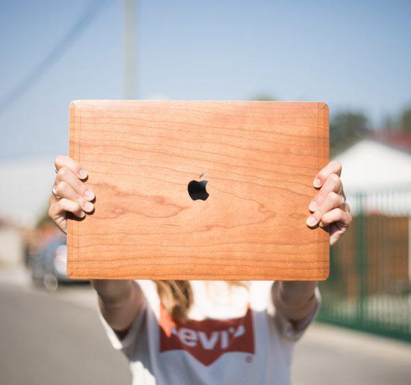 Cover macbook en bois