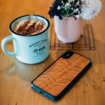 Coque en bois iPhone Woodstache